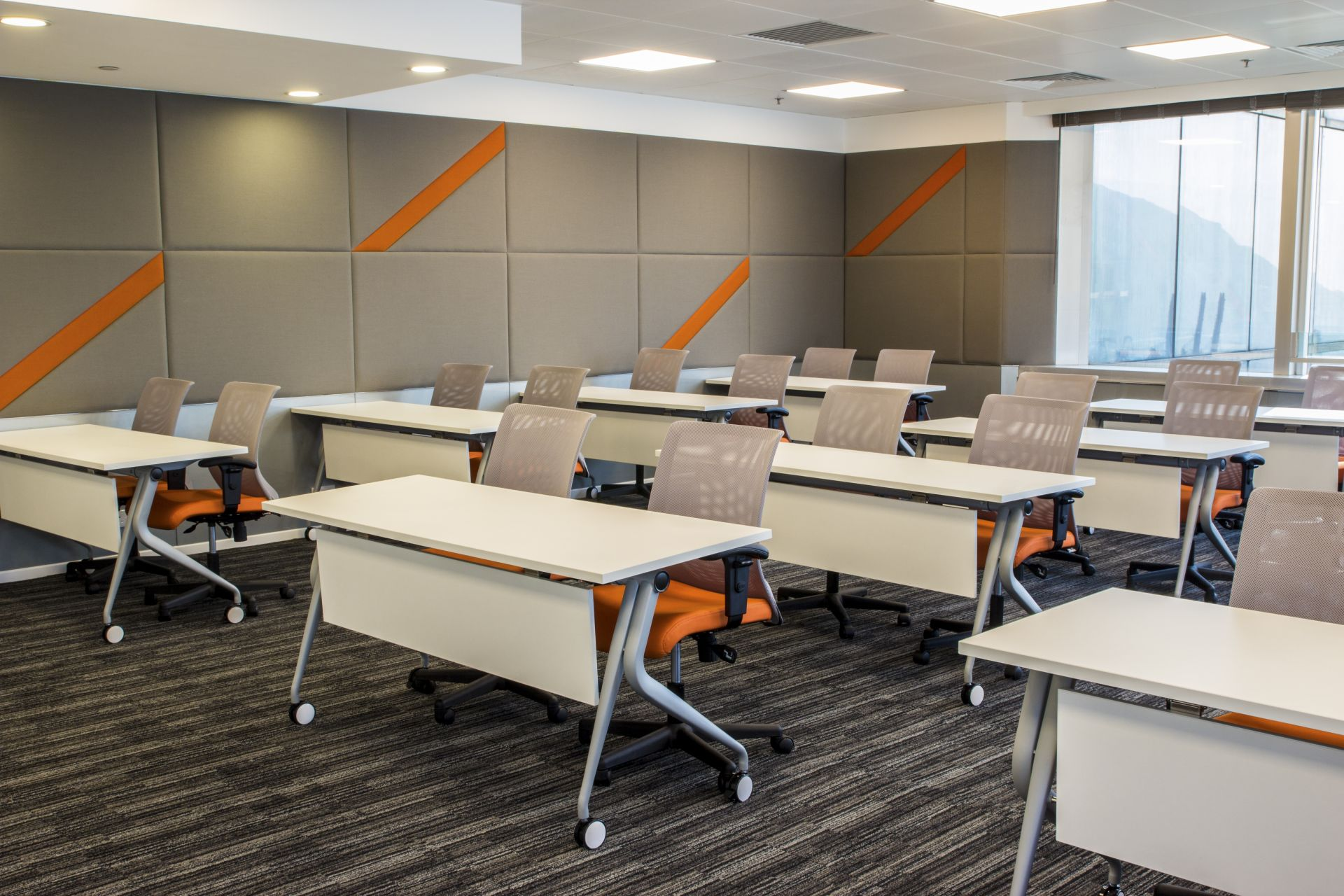 Collaborative modern professional interspace for Training room design ideas